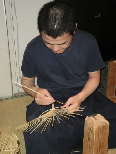 うりわ作り実演の様子 丸亀うちわ 香川県うちわ共同連合会